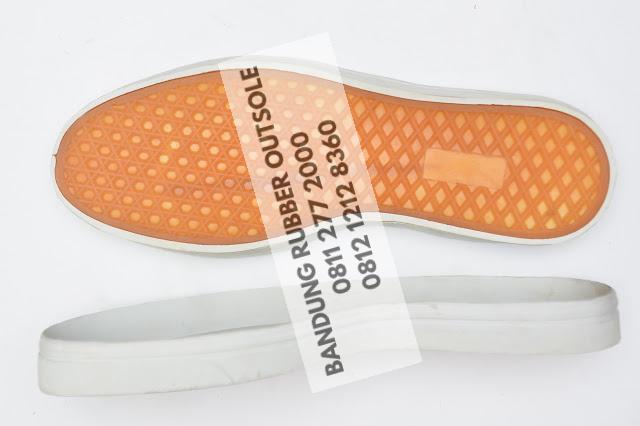 sol sepatu karet 79